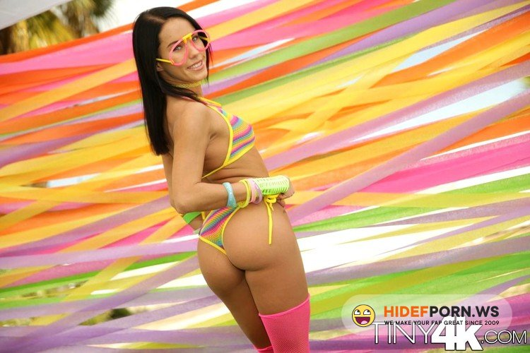 Tiny4K.com - Megan Rain - Sexy Festival Fling [FullHD 1080p]