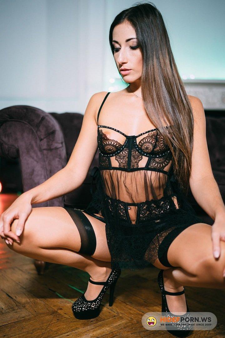 Pornostatic.com/KillerGram.com - Clea Gaultier - She Loves to Please [HD 720p]