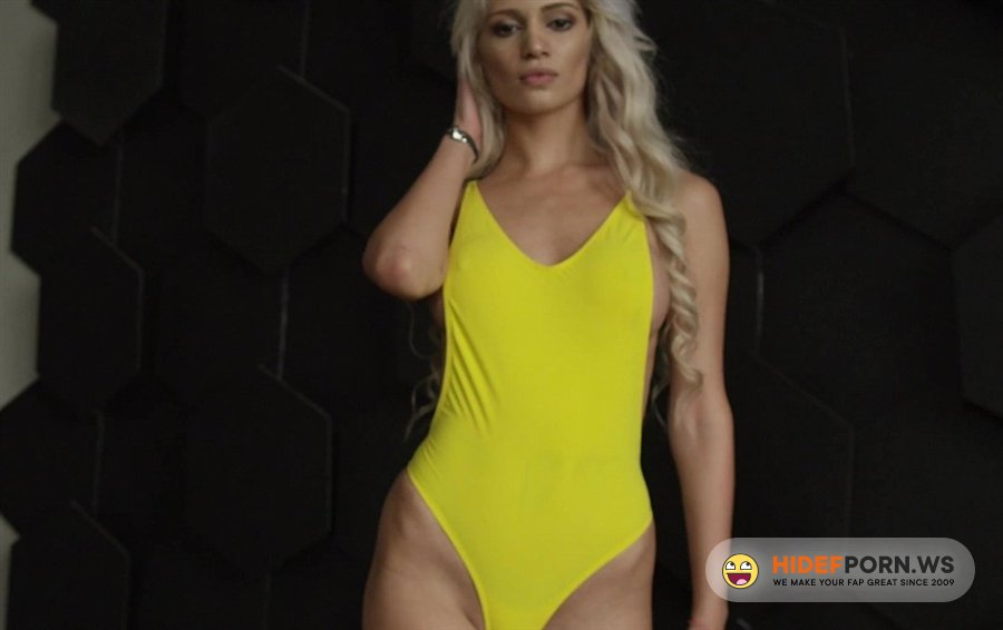 StasyQ - MarbellaQ - Erotic Solo With A Curly Blonde Model [2020/FullHD]