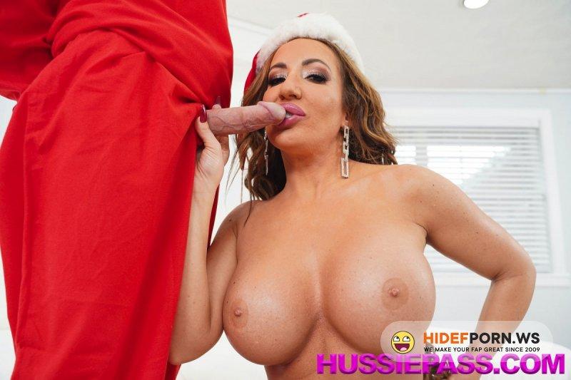 HussiePass - Richelle Ryan - The Horny Elf On The Shelf [SD 480p]