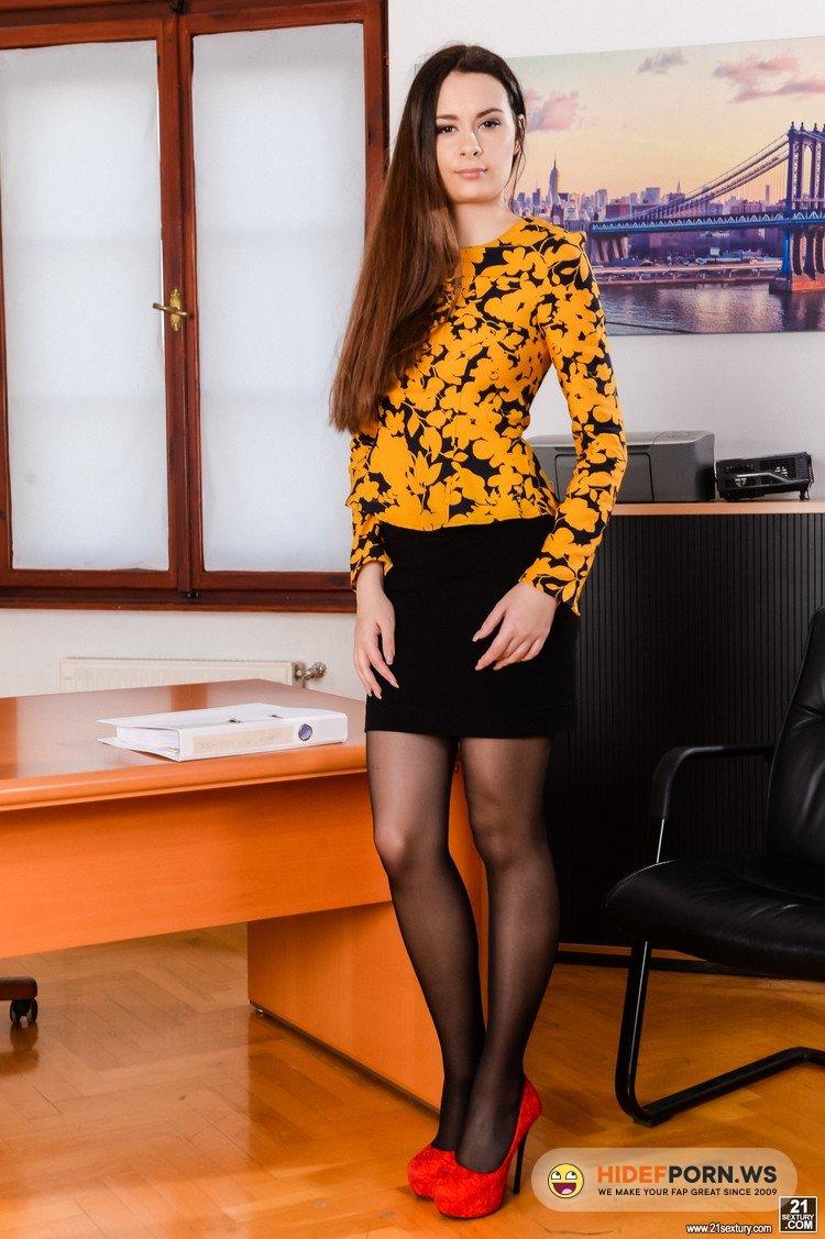 DPFanatics.com/21Sextury.com - Victoria J - Multitasking Secretary [FullHD 1080p]