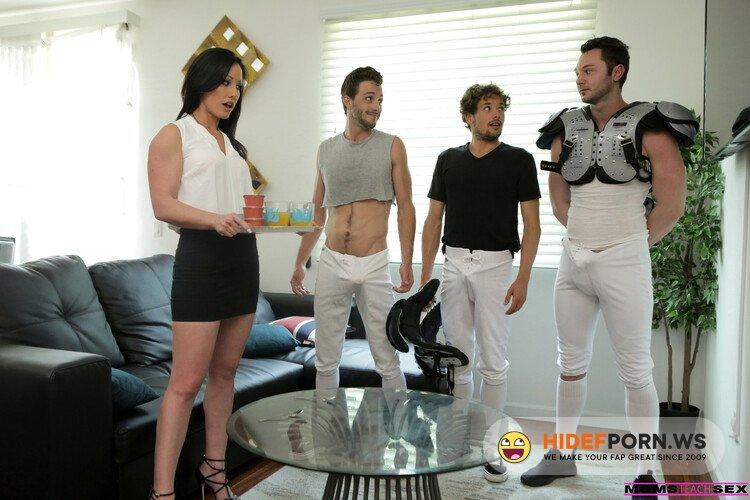 Nubiles-Porn.com/MomsTeachSex.com - Jennifer White - Mom Takes The Team [HD 720p]