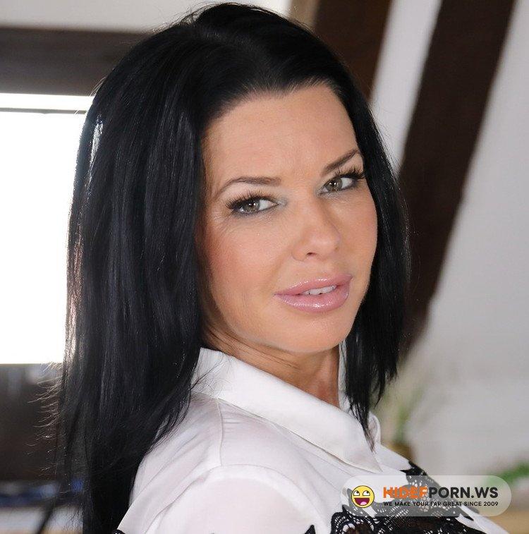 VirtualTaboo.com - Veronica Avluv - In Love With Veronica Avluv [UltraHD/2K 1920p]