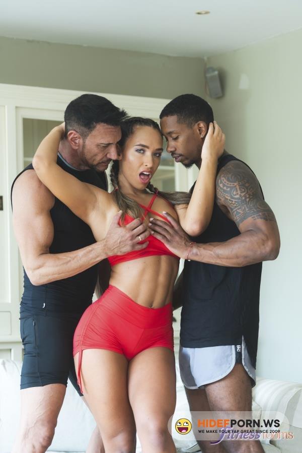 FR - Briana Banderas - Big tits babe needs 2 cock workout [FullHD/1080p]