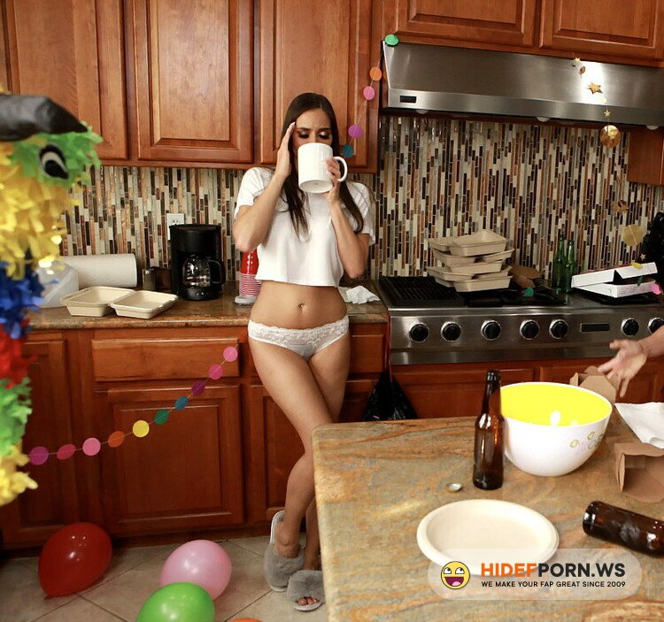 WeLiveTogether.com/RealityKings.com - Ariella Ferrera, Desiree Dulce - Post-Party Cleanup [HD 720p]
