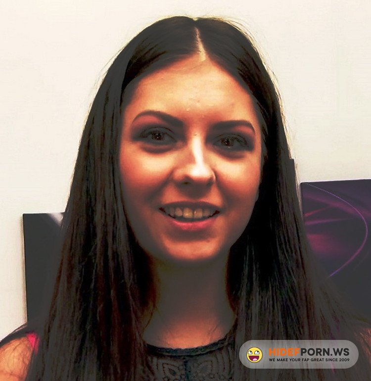 JacquieEtMichelTV.net/Indecentes-Voisines.com - Rebecca Volpetti - Rebecca, 20ans, rencontre son chevalier servant ! [FullHD 1080p]