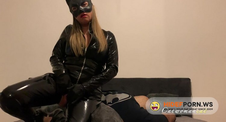 Catwomancat - Catwomancat - Catwoman Rides Hot on Batman's Face in Latex Suit, Gloves and Boots LATEX FACESITTING COSPLAY [FullHD 1080p]