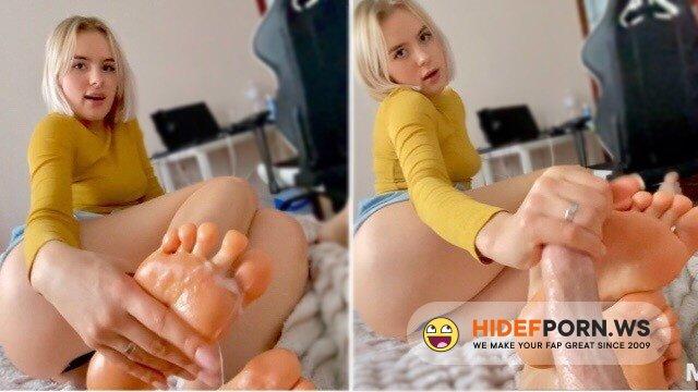 MiraDavid - Mira David - Teen babe gives a footjob and I cum on them [FullHD 1080p]