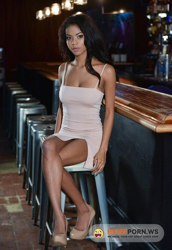 Amateurporn.com - Nia Nacci - Fuck Hot Ebony Girl In Bar [HD 720p]