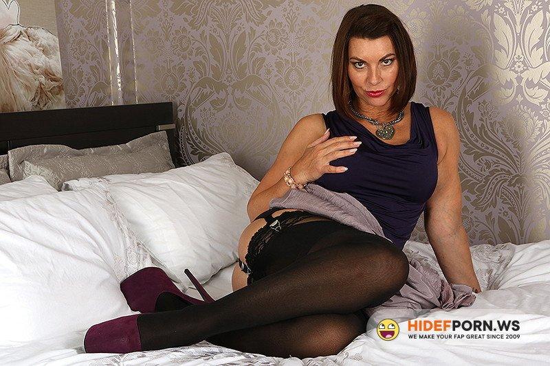 Mature.eu/Mature.nl - Christine O. (EU) (48) - British MILF Christine loves fooling around [FullHD 1080p]