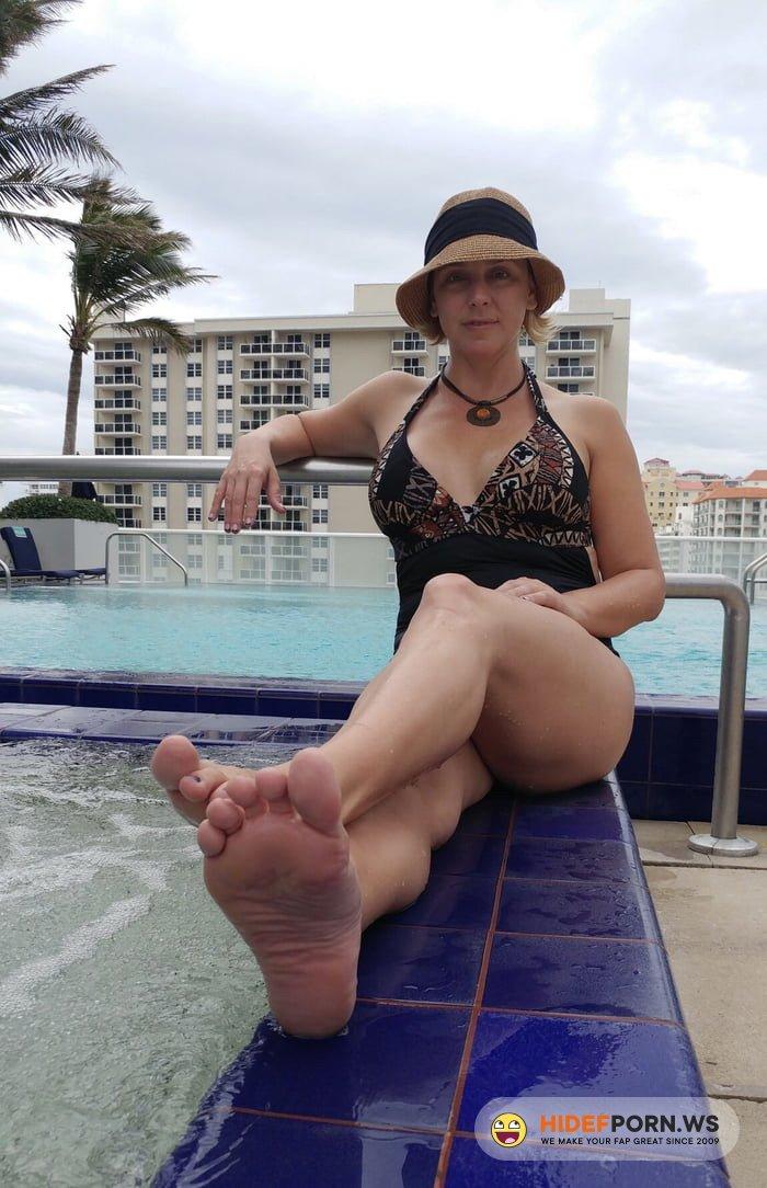 BriannaBeach.xxx - Brianna Beach - I scored a soccer mom [HD 720p]