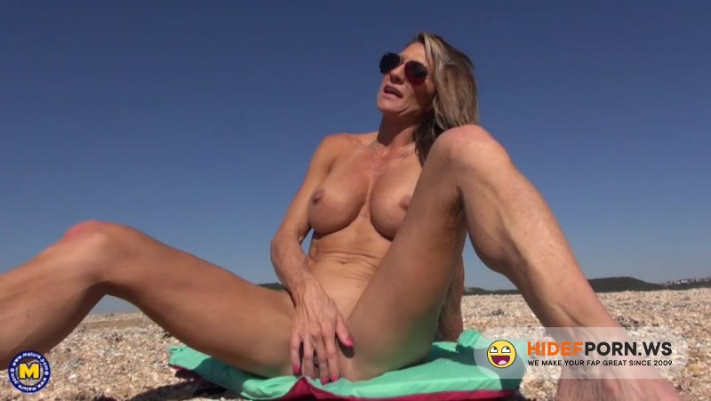 Mature.nl - Abby Marie (43) - Hot MILF Abby Marie loves flashing her big pussylips on the beach [SD 540p]