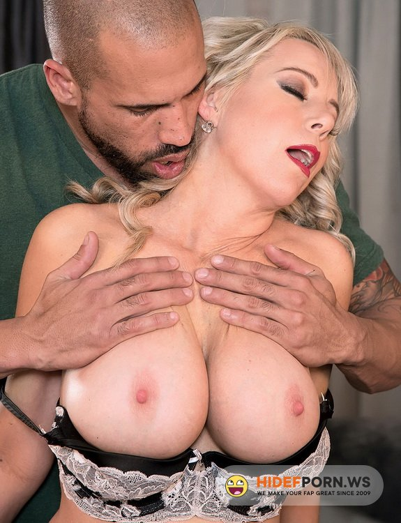 ScoreHD/PornMegaLoad - Tarise Taylor - MILF Of The Month [FullHD 1080p]