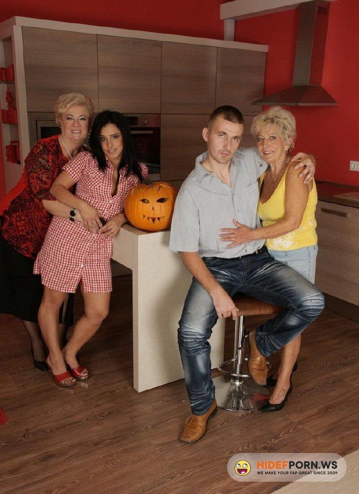 Special-mature-movies/Mature.nl - Trix (23), Josinda (67), Marina T. (67) - smm-alex33 [HD 720p]