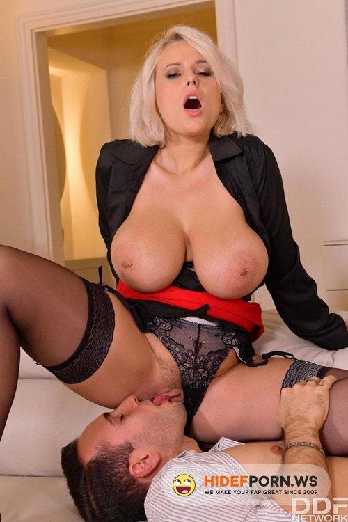 DDFBusty.com/DDFNetwork.com - Angel Wicky, Valentina Nappi - A Hot Threesome Initiation [SD 540p]