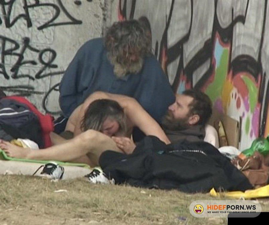 CzechSnooper.com - Amateur - Homeless Threesome Having Sex On Public [HD 720p]