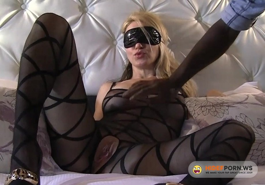 CuckoldPorn.cc - Elise Dreams - Wife  In Mask Cuckold In Hooterl [HD 720p]