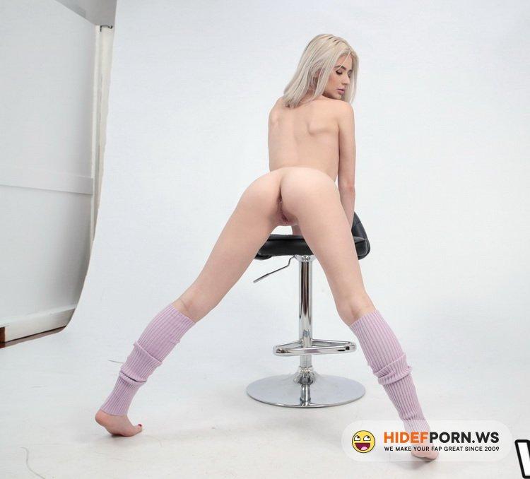 WetVR.com - Jessie Saint - Watch Me Play [UltraHD/2K 1600p]
