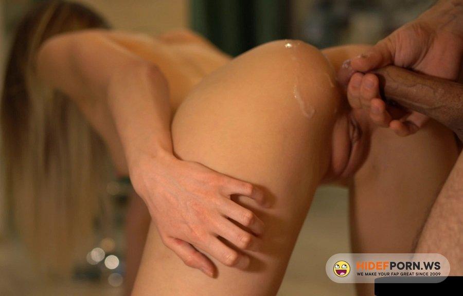 Amateurporn.cc - Vandavision - Blonde got caught watching porn [UltraHD/4K 2160p]