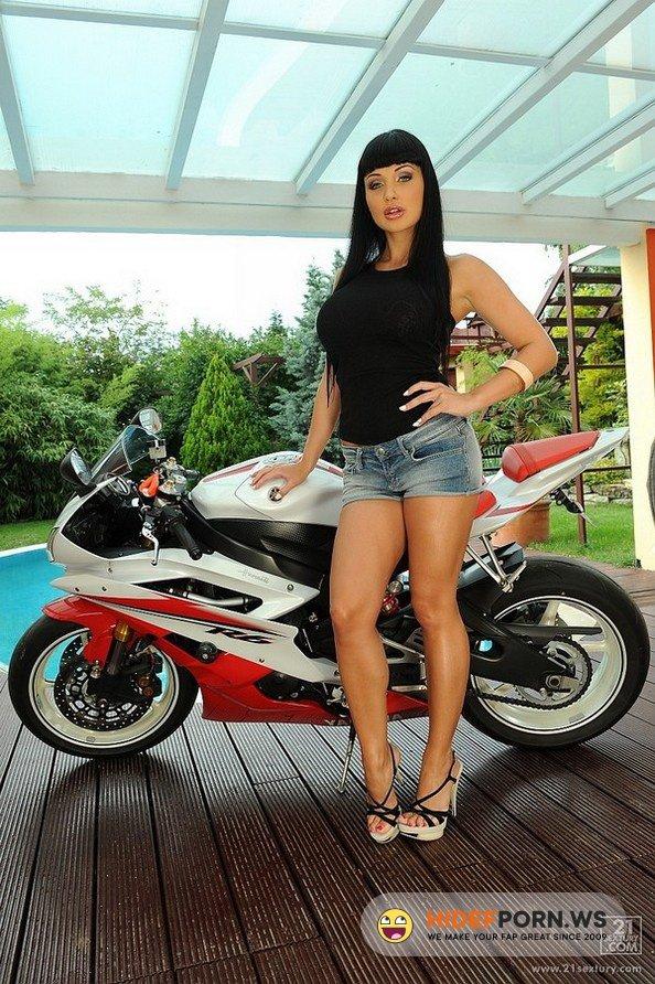 DPFanatics.com/21Sextury.com - Aletta Ocean - Ride Her Like a Bike [FullHD 1080p]