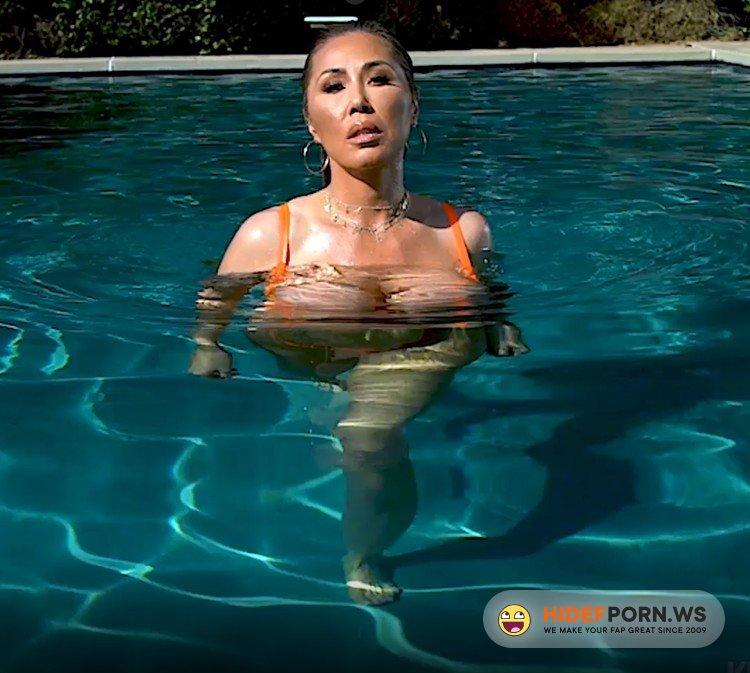 OnlyFans.com - Kianna Dior - Pool Double Blowjob [FullHD 1080p]