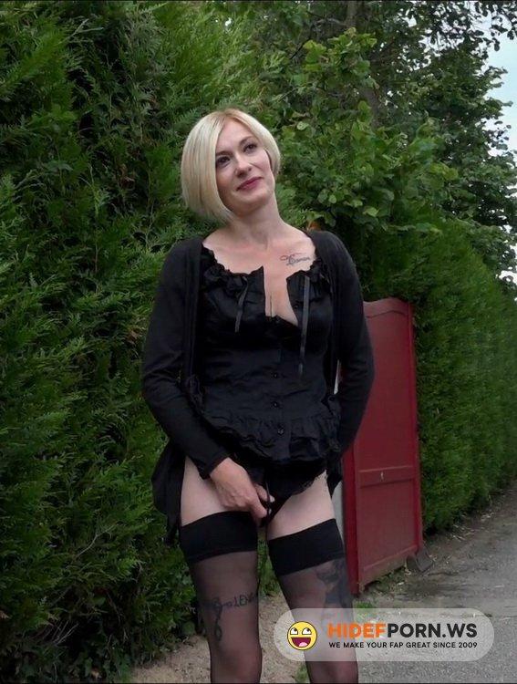 JacquieEtMichelTV.net/Indecentes-Voisines.com - Clarisse - Clarisse, 30ans, secretaire medicale [FullHD 1080p]