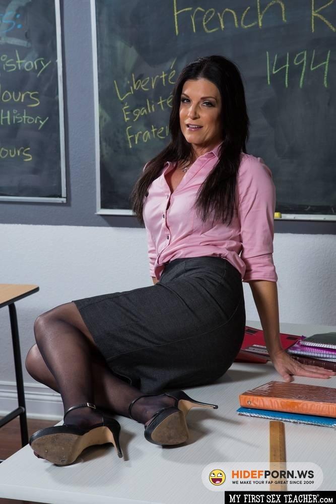 MyFirstSexTeacher.com/NaughtyAmerica.com - India Summer - India Summer fucks in classroom [FullHD 1080p]