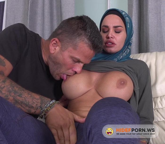 ArabsExposed.com - Chloe Lamour - Muslim Wife Anal Sex [UltraHD/2K 1920p]
