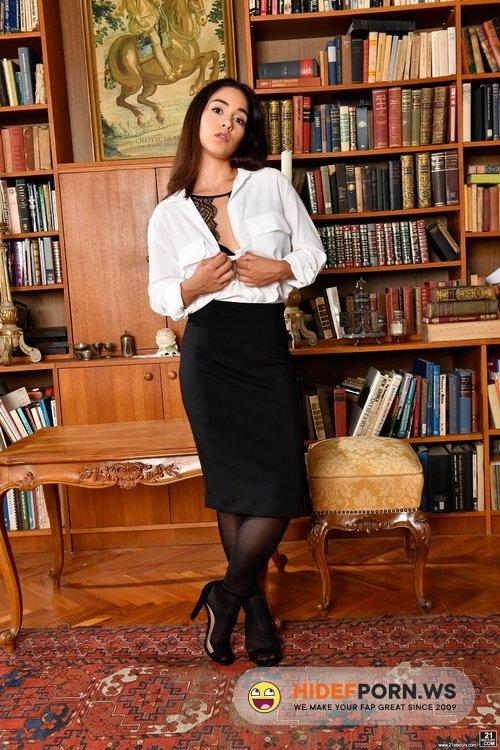 DPFanatics.com/21Sextury.com - Ginebra Bellucci - Dirty Literature [FullHD 1080p]